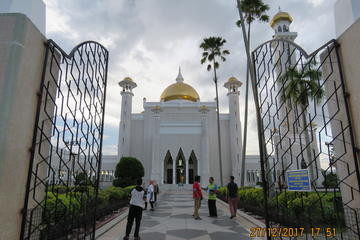 Brunei Capital City Half Day Exploration with Exclusive Water Village Tour