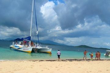 Crucero para hacer buceo de superficie y picnic en San Juan