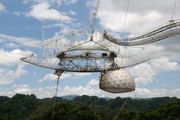 Parque de las Cavernas del Río Camuy y Observatorio de Arecibo desde...