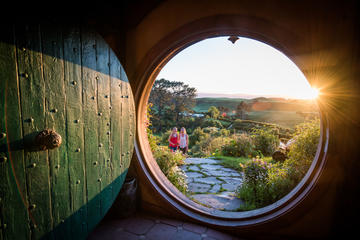 Private Charter: Hobbiton with Themed Lunch and Waitomo Glowworm...