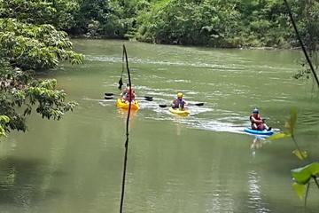 Balade en kayak dans les grottes au...