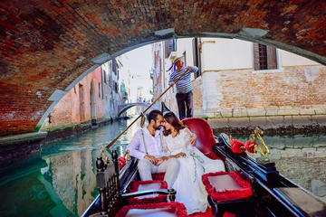 Wedding ceremony on the gondola