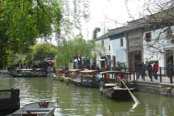One Day Bus Tour: Zhujiajiao Water Village and Shanghai City