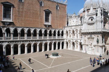 Ducal Venice: Skip-the-Line Doge's Palace and Walking Tour