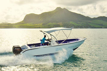 Full-Day Private Speedboat Cruise: East Coast of Mauritius and Otentic