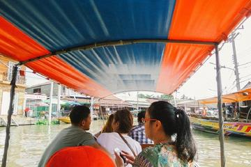 Weekend Amphawa Floating Market Including Temple Cruise Tour from Hua...