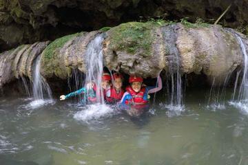 Aventura de exploración de cuevas en...