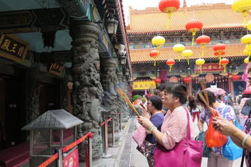 Private Half-Day Tour: Discovering Kowloon's Temples and Markets