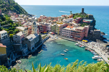 CINQUE TERRE, A COLORFUL DREAM
