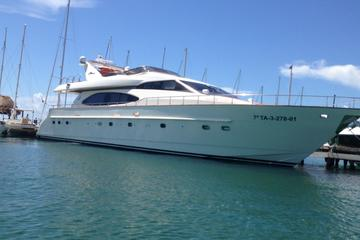 Private 85 Feet Azimut Luxury Yacht Rental in Cancun