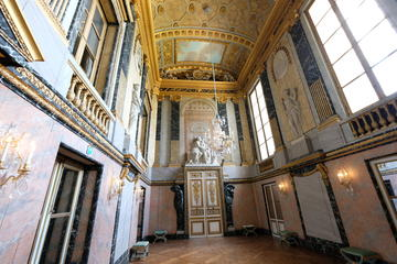 An Evening at Versailles: Small Group Tour After the Crowds with Gardens or Fountains Show