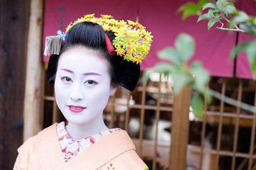 Small-Group Tea House Experience with a Maiko in Kyoto