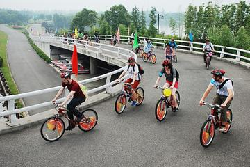 Private Cycling Trip to Chongming Island from Shanghai including Lunch