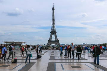 1,5-hour Skip-the-Line Small-Group Eiffel Tower Tour with Summit View