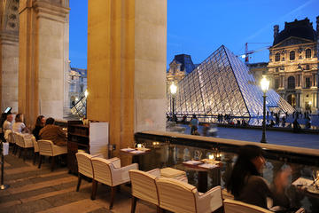 Louvre Museum Skip-the-Line Tour with French Breakfast overlooking...