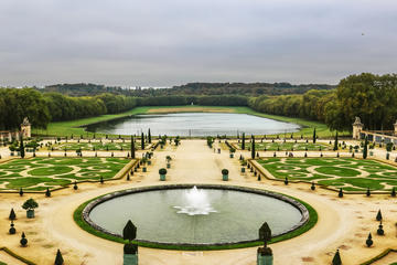 Versailles full day saver tour: Palace - gardens and Estate of Marie Antoinette