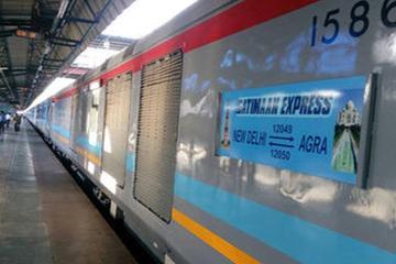 Day Trip to Agra Taj Mahal from Delhi By Gatiman Express Train