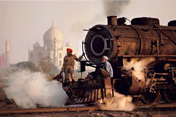 TAJ MAHAL AND AGRA DAY TOUR FROM DELHI BY SUPERFAST GATIMAN TRAIN