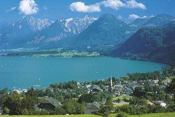 ザルツブルクの湖水と山岳地方をめぐる乗り降り自由バスツアー