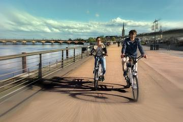 Visit of Bordeaux in electric bike with a travel guide