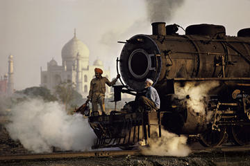 Day Trip to Taj Mahal from Delhi with Meals by High-Speed Train