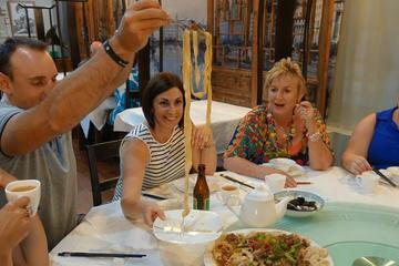 Perth Walking Tour: Taste of Asia Adventure