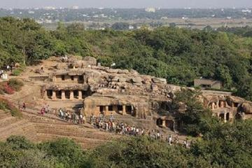 Explore the Historical Caves of the Khandagiri and Udayagiri Hills from Bhubaneswar with Private Transfer