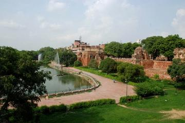Hauz Khas Village - a Blend of Ancient and Modern Delhi