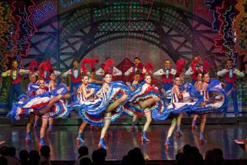 Cena y espectáculo en el Moulin Rouge de París