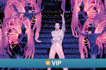 Spectacle au Moulin Rouge : salon VIP avec champagne