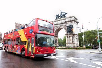 Hop on Hop Off busstur, färjebiljett till Frihetsgudinnan och Top of ...