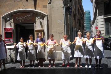 Aula de culinária para grupo pequeno em Roma