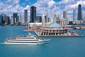 Bootsfahrt mit Buffet bei Sonnenuntergang in Chicago