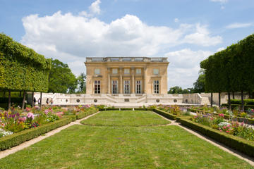 Private Tour: Best of Versailles Day Trip from Paris Including Skip-the-Line Palace of Versailles Tour and Grand Canal Lunch