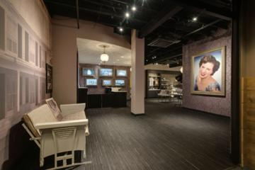 Self-Guided Tour of the Patsy Cline Museum in Nashville