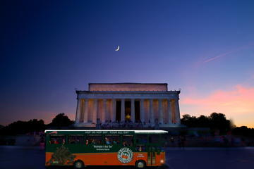 Tour serale in tram dei monumenti di Washington DC sotto la luna