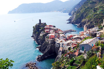 Small-Group Cinque Terre Day Trip from Florence with Vineyards Escapes and Seafood Lunch