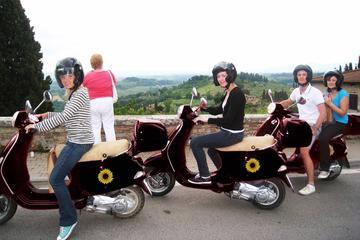 Viagem diurna para grupos pequenos em Vespa à região do vinho Chianti