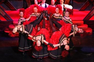 Cena y espectáculo en el Paradis Latin de París