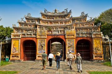 Recorrido turístico por la ciudad de Hue con crucero por el río de...
