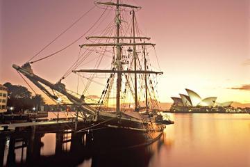 Sydneys havn, sejltur med fuldrigger i tusmørke med middag