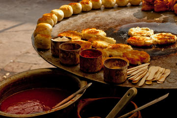 Recorrido gastronómico a pie para grupos pequeños en Delhi, incluido...