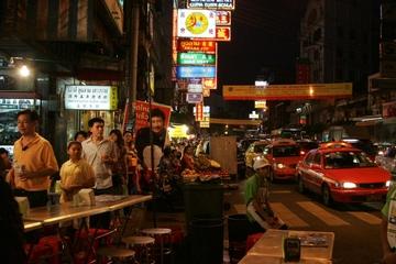 Excursão em grupos pequenos por Chinatown e pelos mercados noturnos...