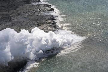ヒロから行く火山と滝のヘリコプター アドベンチャー