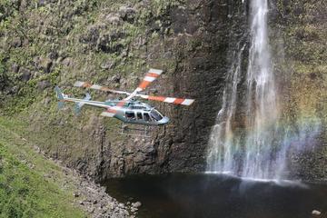 滝の空中トレック:ビッグ アイランドのヘリコプ…