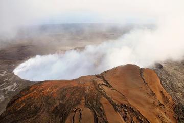 空と地上から見る火山:コナから行く火山国立公園のヘリコプター、バス、ウォーキ…