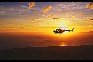 VIP de Viator: Recorrido en helicóptero al atardecer desde Kona