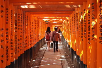 Excursión a Fushimi Inari y fábrica...