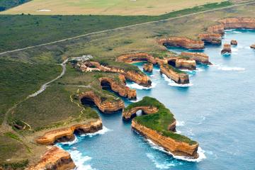 Excursão privada: excursão de helicóptero da Great Ocean Road saindo...