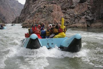 Excursión desde Las Vegas para hacer rafting en las aguas bravas del...